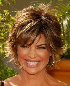 Picture of Short Layered Haircut for Thick Hair: Lisa Rinna Hairstyles: This is . Popular Short Haircuts, Short Shag Hairstyles, Short Layered Haircuts, Haircuts For Fine Hair, Haircut For Thick Hair, Hairstyles With Bangs, Fall Hairstyles, Lisa Rhinna Hairstyles, Pretty Hairstyles