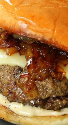 Perfect Burger World's Best Gourmet SlidersWorld's Best Gourmet Sliders Hot Dog Recipes, Hamburger Recipes, Ground Beef Recipes, Great Recipes, Favorite Recipes, Barbecue Recipes, Sandwich Recipes, Burger And Fries, Beef Burgers