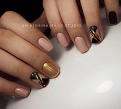 Amazing Ideas to Manicure Short Nails - Nailschick Nail Tip Designs, Creative Nail Designs, Creative Nails, Glitter Manicure, Gold Nails, Diy Nails, Nail Swag, Music Nails, Nagel Hacks
