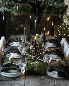 As thoughts turn to planning a festive table for Christmas or New Years Eve, how inspirational is this Beautifully styled from the heart with natural materials taking centre stage. I am already sitting there, are you by moas_home Natural Christmas, Black Christmas, Christmas Mood, Noel Christmas, All Things Christmas, Christmas Crafts, Coastal Christmas, Modern Christmas, Scandinavian Christmas