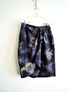 JONES NEW YORK Silk Skirt Navy and Gray Floral 6 EUC #JonesNewYork #Mini #sarongskirt #silkskirt #freeshipping