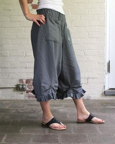 Tina Givens Plinka pants - free pattern. I agree that TG patterns are probably not precise enough for beginning sewers