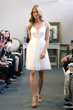 Adorable frock designed by Encore by Watters. Perfect for the casual bride or as a 2nd dress for the reception!