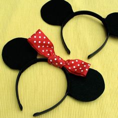 these would be SOO cute if you go with the Mickey theme! tutorial for how to make Mickey & Minnie ears (including template) Mickey Minnie Mouse, Theme Mickey, Mickey Party, Mickey Mouse Clubhouse, Mickey Mouse Birthday, Bunco Party, Disney Mickey, Disney Diy, Disney Crafts
