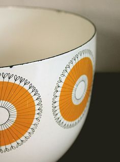 Oh So Lovely Vintage: Enamoured with enamelware!.  want to use this as a template for wall art