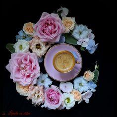 My morning #goodmorning #flowers #coffee #lovers #addicted #floraldesign #paulamoldovan #livadacuvisini #floareazilei #cafeauadedimineata #espresso #cafea #flori #dulciuri #design #floral Design