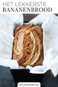 Het recept voor mijn lievelings bananenbrood. Dit brood is het allerlekkerste met hele rijpe bananen. Voor dit heerlijke bananenbrood heb je ook wat gehakte chocola of noten nodig. Hou je van pecannoten? Dan gebruik je die. Varieer eventueel ook met wat rozijnen of cranberries. Die passen ook uitstekend bij het bananenbrood. Je vindt het recept op mijn website Miljuschka.nl | #Miljuschka | Tussendoor | Ontbijt | Cake I Love Food, Good Food, Yummy Food, Healthy Sweets, Healthy Baking, Sweets Recipes, Baking Recipes, My Favorite Food, Favorite Recipes