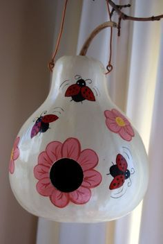 painted guords | Natural Hand Painted Gourd Bird Houses by pompompurses on Etsy ZAPALLO VER COMO ESTÁ COLGADO