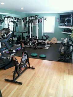 Looks a little bit crowded in this home gym, but it does have everything