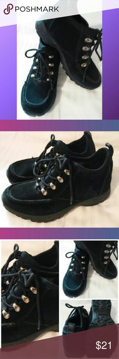 Lands End Hikers Ankle Booties~sz.6.5 EUC Great pairl of lace up booties,like be these they have a comfy stretch band under lace ups so you can pull on or off. Nice thick non slip treads.  Very lightly worn. Like new condition No issues. Fast ship! Lands' End Shoes Ankle Boots & Booties
