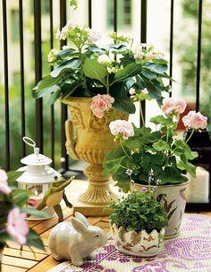 I just love this pretty tablescape