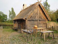 Middelaldercentret Nykøbing Falster Medieval Village, Medieval Houses, Viking House, Viking Age, Larp, Fantasy Village, Ancient Buildings, Norse Vikings, Old Farm Houses