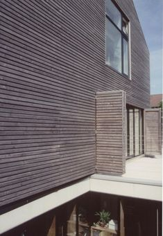 fenster Landhaus stallähnlich Fassade grau #sioox #holzschutz #holz #wasser #architektur #garten #zuhause #holzhaus #woodprotection #grau