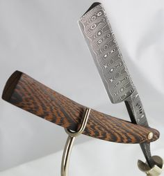 Devin Thomas Damascus Custom Spirograph in Wenge Wood. The Damascus steel is beautiful! is the largest blade I've come across yet. is the standard and recommended size, but wider blades supposedly require fewer 'wipes'. Straight Razor Shaving, Shaving Razor, Wet Shaving, Men's Grooming, Custom Straight Razors, Old School Style, The Art Of Shaving, Art Of Manliness, Spirograph