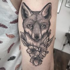 Line and dotwork fox tattoo by Suflanda