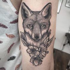 Line and dotwork fox tattoo by Suflanda