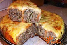 Запеканка из мясных рулетов с лавашем в мультиварке http://ricettio.com/recipe-1694-zapekanka-iz-myasnyih-ruletov-s-lavashem-v-multivarke  Для этого рецепта необходим домашний фарш, т.к. покупной может иметь в составе добавки, например, растительный белок или печень, что может испортить вкус запеканки. Предпочтителен смешанный фарш из свинины и говядины, без добавления лука. Рулеты можно подавать как самостоятельное второе блюдо с салатом из свежих овощей или нарезать как закуски.