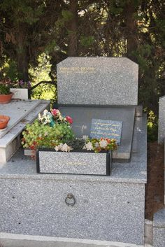 Pablo Ruiz Picasso (1949 - 1973) Son of Paulo Picasso and grandson of the artist Pablo Picasso, the 24-year-old Pablo was barred from attending his father's funeral. He drank potassium chloride bleach and died within three months of his father. He shares the same tomb as his grandmother, Olga Khokhlova.