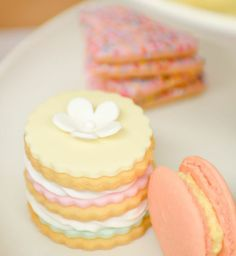 Scalloped Cookie Stacks