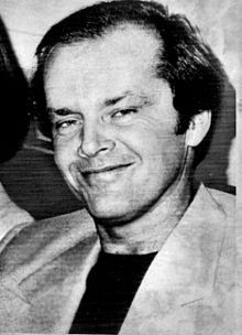 Jack Nicholson après avoir été nommé aux Oscars du cinéma pour Vol au-dessus d'un nid de coucou en 1976. | Biographie, filmographie...