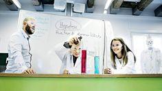 Hvordan skal elevene lære mer uten at lærerne drukner i et overlesset pensum og elevene klikker seg bort i den digitale informasjonsflommen?