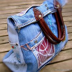 recycled jeans bag: My first Jeans Bag - I bet my sister would like this... and I have plenty of our dad's old jeans to try making it!