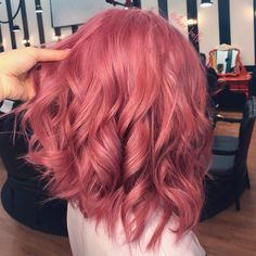 Hair ideas STRAWBERRYpink® x Vee Castro v // Wholesale gold jewelry trading guide for entrepreneurs Cute Hair Colors, Hair Color Pink, Hair Dye Colors, Cool Hair Color, Lilac Hair, Dark Pink Hair, Light Pink Hair, Dyed Hair Blue, Dyed Hair Pastel