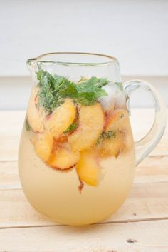 The Mojito has increased within the rankings to turn into one of the most popular cocktails. Summer Cocktails, Cocktail Drinks, Fun Drinks, Cocktail Recipes, Alcoholic Drinks, Drink Recipes, Popular Cocktails, Drinks Alcohol, Alcohol Recipes