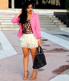 Diário da Moda: Look do dia: Short saia de renda+ blazer pink + onça