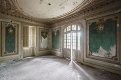 A forgotten grand room in Southern Europe.