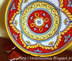 Tortiera di ceramica dipinta a mano hand-painted #Maiolica #Italy http://ceramicamia.blogspot.it/search/label/tortiera