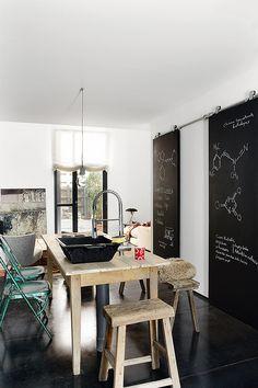 Eclectic loft kitchen. Image via AD Spain