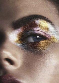 Make up maquillage doré Kiss Makeup, Makeup Art, Face Makeup, Sfx Makeup, Devil Makeup, Clown Makeup, Makeup Remover, Maquillage Halloween, Halloween Makeup