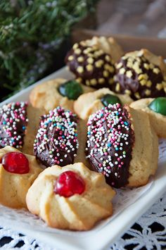 Whip up these delicious, soft and buttery cookies in less than 30 minutes. But they might be gone even faster! Italian Christmas Cookie Recipes, Italian Cookie Recipes, Holiday Desserts, Christmas Baking, Italian Desserts, Italian Thanksgiving, Italian Foods, Christmas Kitchen, Holiday Treats
