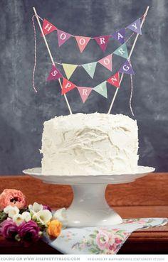 お祝いの時に食べるケーキには、キャンドルだけでなくデコレーションにも挑戦してみましょう!ケーキの上に乗せる「ケーキフラッグ」はとっても簡単にDIYできます♡一気におしゃれなケーキになるので、パーティーが盛り上がりますよ!