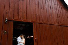 YES, definitely saving this for the future - weddings in barns in the DC area | united with love