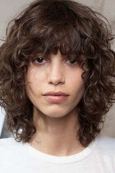 Lots of celebrities these days sport short curly hair styles, but some of them really stand out. When we think of curly short hair, the image of AnnaLynne Curly Hair With Bangs, Short Curly Hair, Hairstyles With Bangs, Wavy Hair, Short Hair Cuts, Easy Hairstyles, Straight Hairstyles, Curly Hair Styles, Curly Haircuts