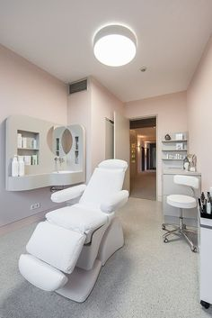 Professional Treatment Room, everything in place!