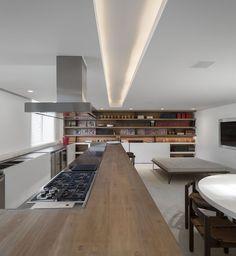 Gallery of Urca Apartment / Studio Arthur Casas - 5