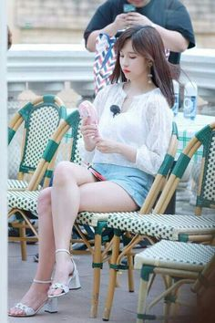 Twice - Mina Nayeon, Kpop Girl Groups, Korean Girl Groups, Kpop Girls, Asian Woman, Asian Girl, Myoui Mina, Mode Chic, Girly Outfits