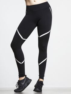 Need something with a little more performance than your average yoga pant? The Talia Legging is for you. Alo utilized Ultimate Performance Nylon Spandex and paired it with Glossy Performance Fabric, then constructed these leggings with contoured body map seaming to provide superior compression, fit, and a totally flattering look. They'll hug your body in just the right way, while elevating your performance to levels you've only just dreamed of.