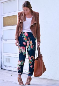 50 Best ideas for sunday brunch outfit winter floral prints Looks Style, Style Me, Floral Pants Outfit, Chic Outfits, Fashion Outfits, Fashion Bags, Sunday Brunch Outfit, Fall Trends, Winter Outfits