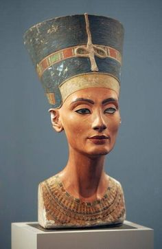 Egyptian Queen Nefertiti Nefertiti was the beautiful wife of the heretic king Akhenaten known throughout the world from the blue-headdressed Berlin bust.