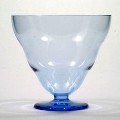 Karhula Blue Art Glass Vase Bowl Signed Göran Hongell Finland Vintage Glass Design, Design Art, Finland, Antique Glassware, Blue Art, Hurricane Glass, Vintage Home Decor, Vintage Antiques, Glass Art