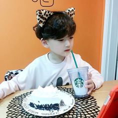 Image about cute in Kids by Luna on We Heart It Cute Asian Babies, Korean Babies, Asian Kids, Cute Babies, Cute Little Baby, Cute Baby Girl, Cute Boys, Dad Baby, Baby Kids