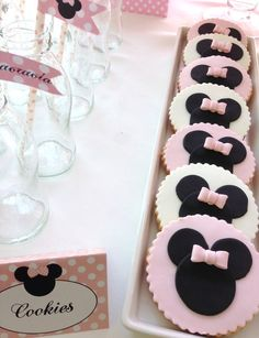 Beautiful Minnie Mouse cookies!    See more party ideas at CatchMyParty.com!