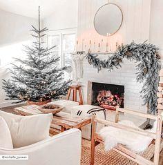 Decoration Christmas, Farmhouse Christmas Decor, Christmas Tree Themes, Noel Christmas, Rustic Christmas, Christmas Crunch, Holiday Decorating, Decorating Ideas, Modern Christmas Decor