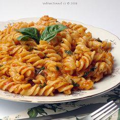 psenicne-testoviny-v-pikantni-omacce Healthy Recipes, Healthy Food, Pasta Recipes, Toast, Menu, Ethnic Recipes, Fit, Lasagna, Healthy Foods