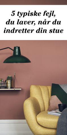 Hvor skal møblerne stå, hvordan med væggene - og tæpperne? Få tips til, hvordan du bedst indretter en hyggelig stue. Peach Walls, Beige Walls, Colour Architecture, House Of Turquoise, Book Wall, Hygge Home, Living Room Grey, Small Space Living, Dream Decor