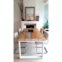 Love this cheap easy idea for a table. Scaffold boards and a metal frame maybe recycled from an old table? Home And Living, Interior Design, House Interior, Home, Interior, Home Deco, Home Decor, Room, Dining Room Table